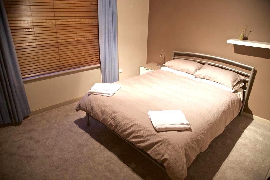 Private Queen Room. Close to CBD. - Fullarton - House