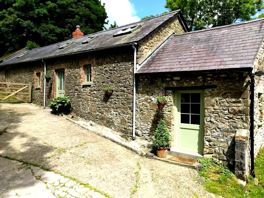 The Retreat- Cosy barn nestled in ancient woodland - Carmarthenshire - House