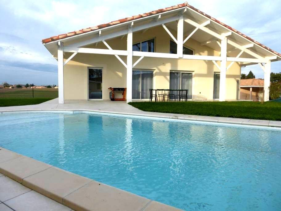 Maison neuve avec piscine - Laroque-Timbaut - วิลล่า