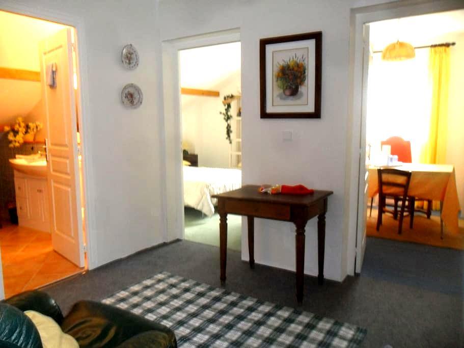 Etage fermé  2 chbres sdb wc sommeil préservé pdj - Aix-les-Bains - Apartamento
