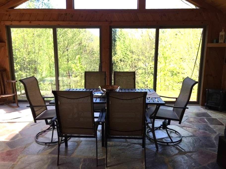 Large, quiet getaway near skiing, hiking, kayaking - Brookline - Casa
