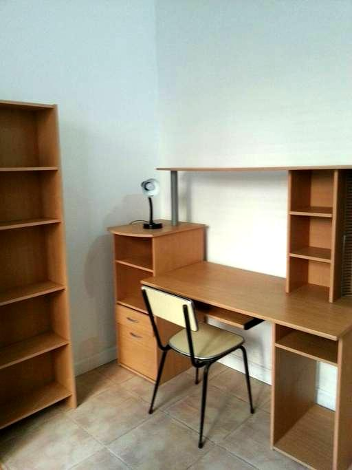 Single room close to Sliema and Uni - Gzira - Leilighet