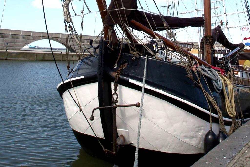 Logeren in een historische Tjalk in Zwartsluis - Zwartsluis - ボート