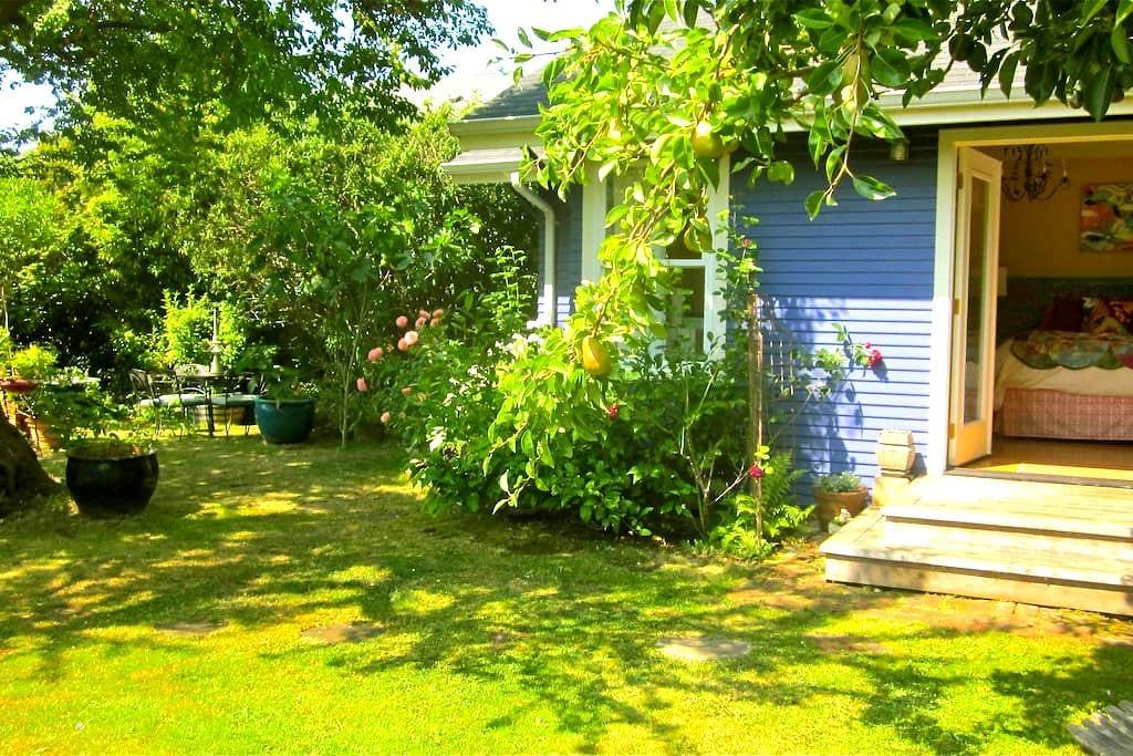 Bohemian Garden Studio - Arcata - Casa