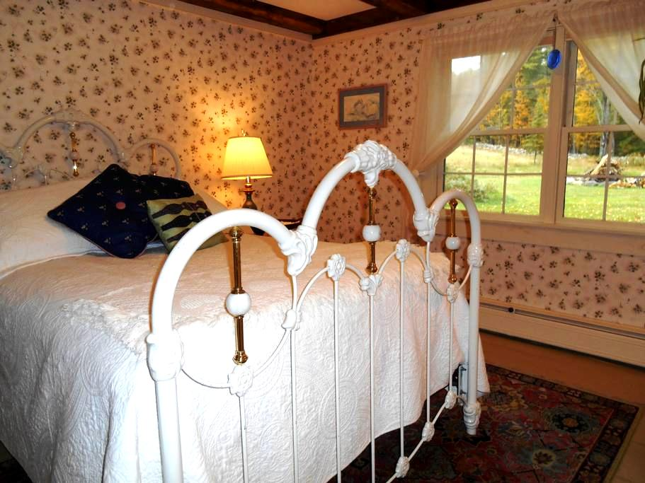 Country Getaway in Cozy Old House - Gilford - Hus