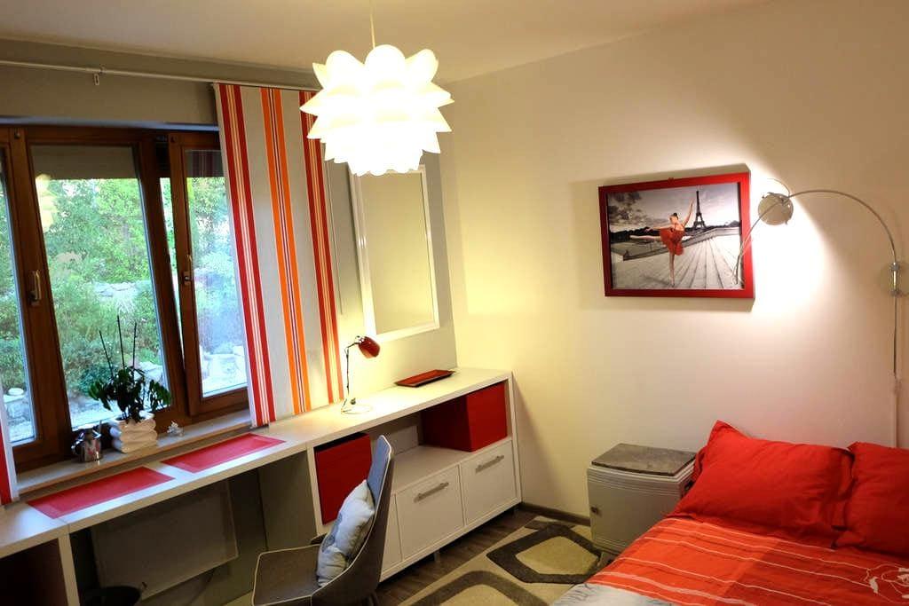 10m2 Room - La Roche-des-Arnauds - Villa