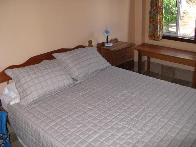 Queen Bed with Fitted sheets + Comfy Pillows + Air Conditioning + Cable T.V.