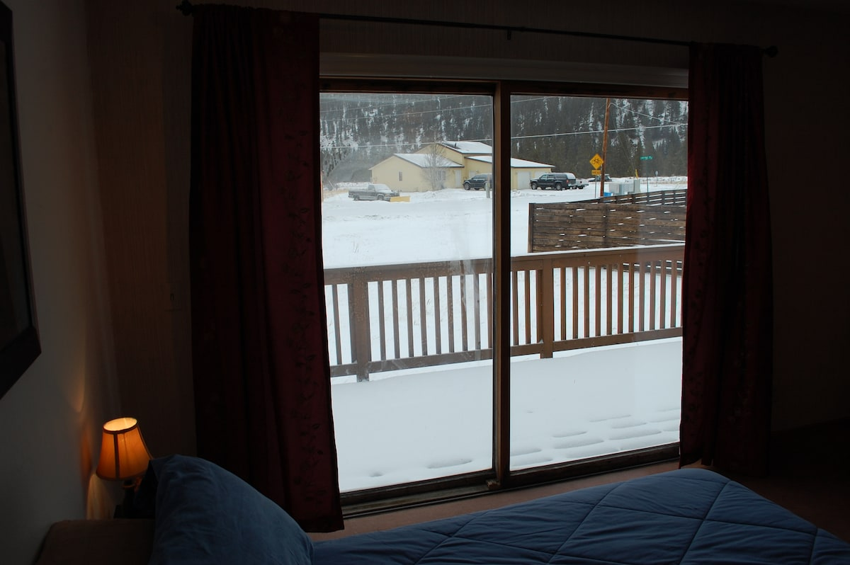 Minutes from 4 ski areas! (Room #2)