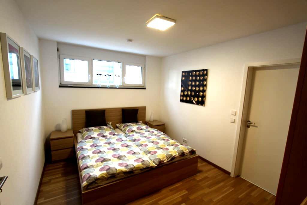 Modernes Apartment in Flughafennähe - Köngen - Lägenhet