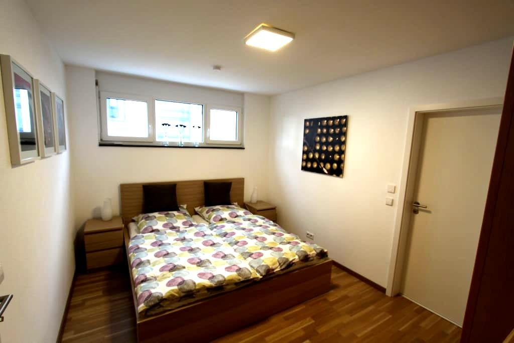Modernes Apartment in Flughafennähe - Köngen - Apartamento