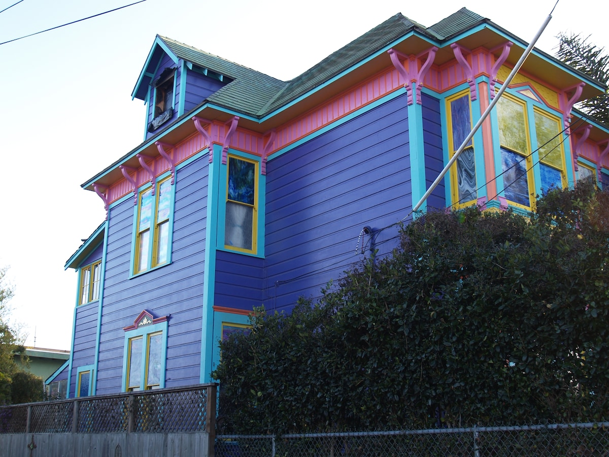 Side view of the house. Note the stained glass!