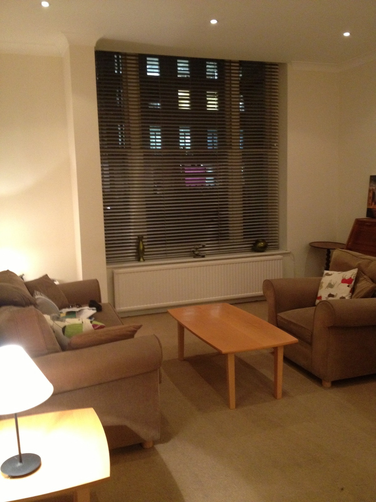 The living room is spacious with a great view of the London city life! It is easy to close the blinds for more privacy!