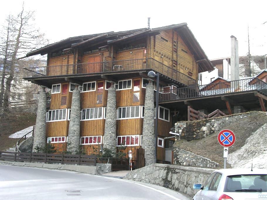 Bilocale luminoso, accogliente in edificio storico - Breuil-Cervinia