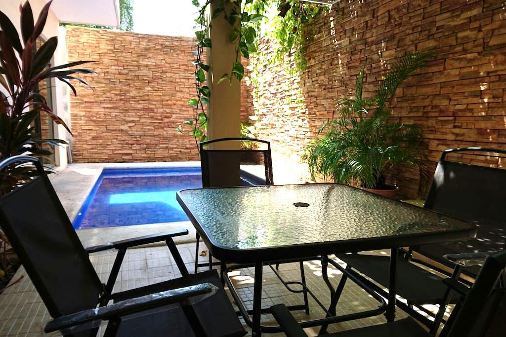 Luka's Downtown room w/ AC & Pool - Cancun