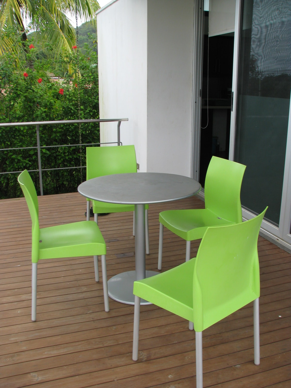 Deck w/ table & Chairs