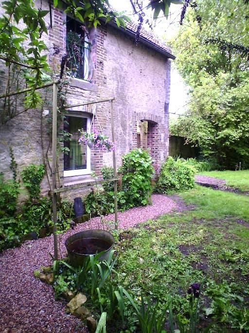 Les petits jardins: le lavoir - Perrières
