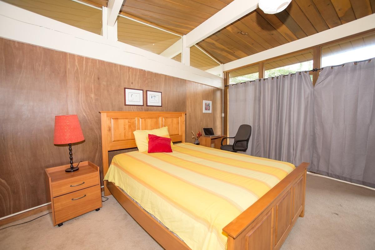 Private Room with bath in Palo Alto