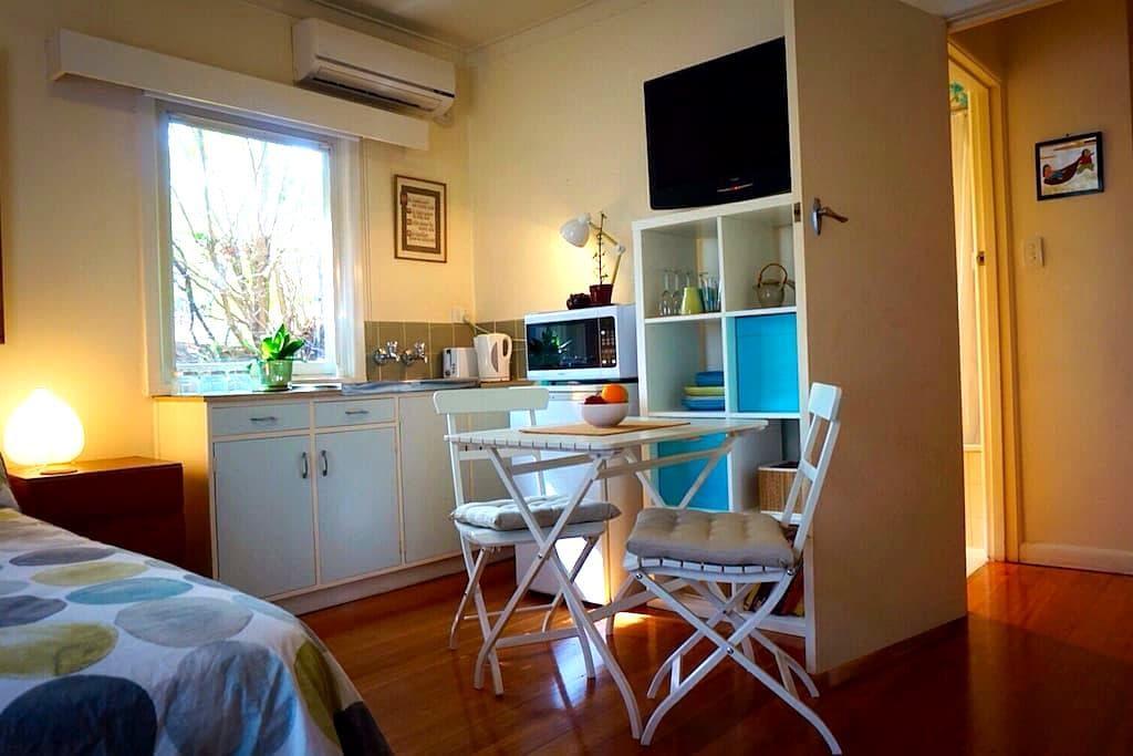 Sunny studio apartment - Melbourne. - Bulleen - Byt