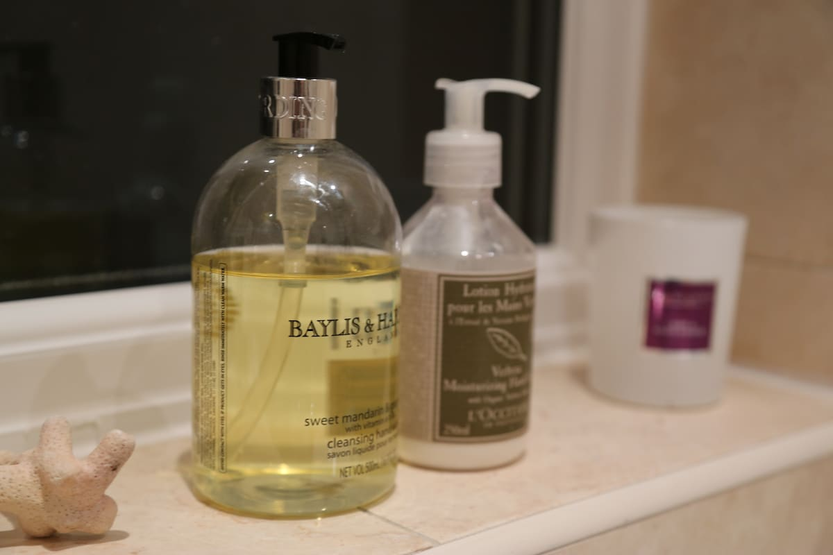 Nice handwash, lotion and a scented candle for a long bath.