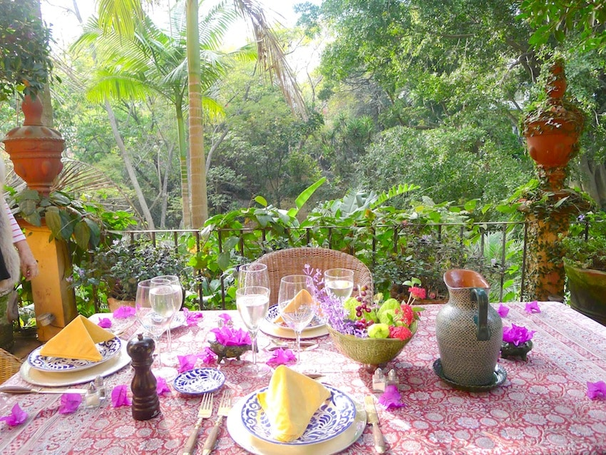 The garden goes beyond the trees in front. Lunch time!