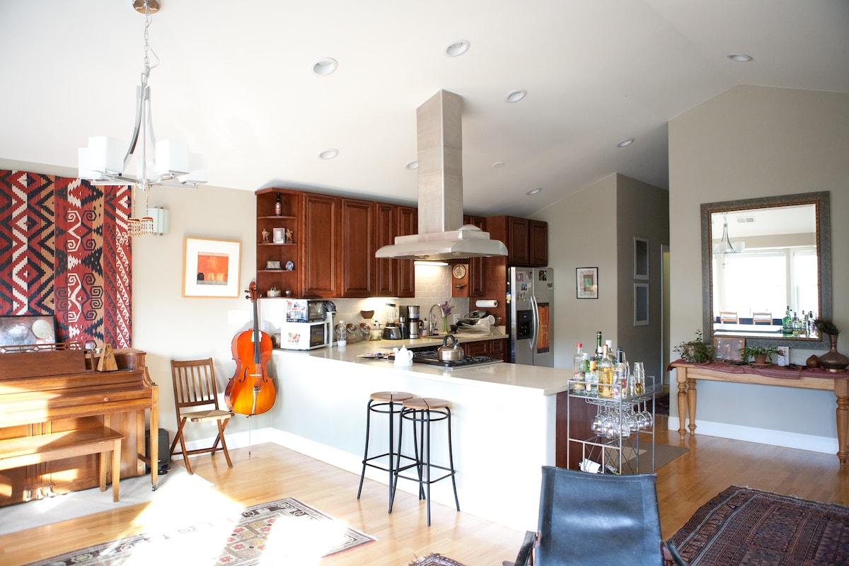 This wide open floor plan makes entertaining a joy!  And the cathedral ceilings give the room great acoustics.  Try out the piano, guitars or cello while you're here.