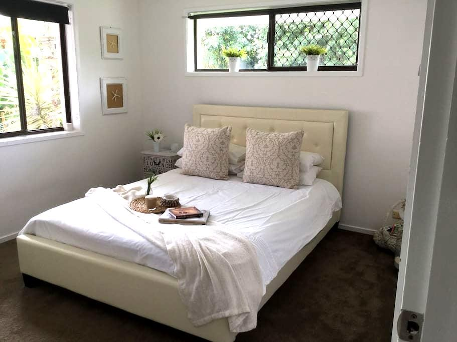 Walk to Shops,Cafes and Water - Paradise Point - Bed & Breakfast