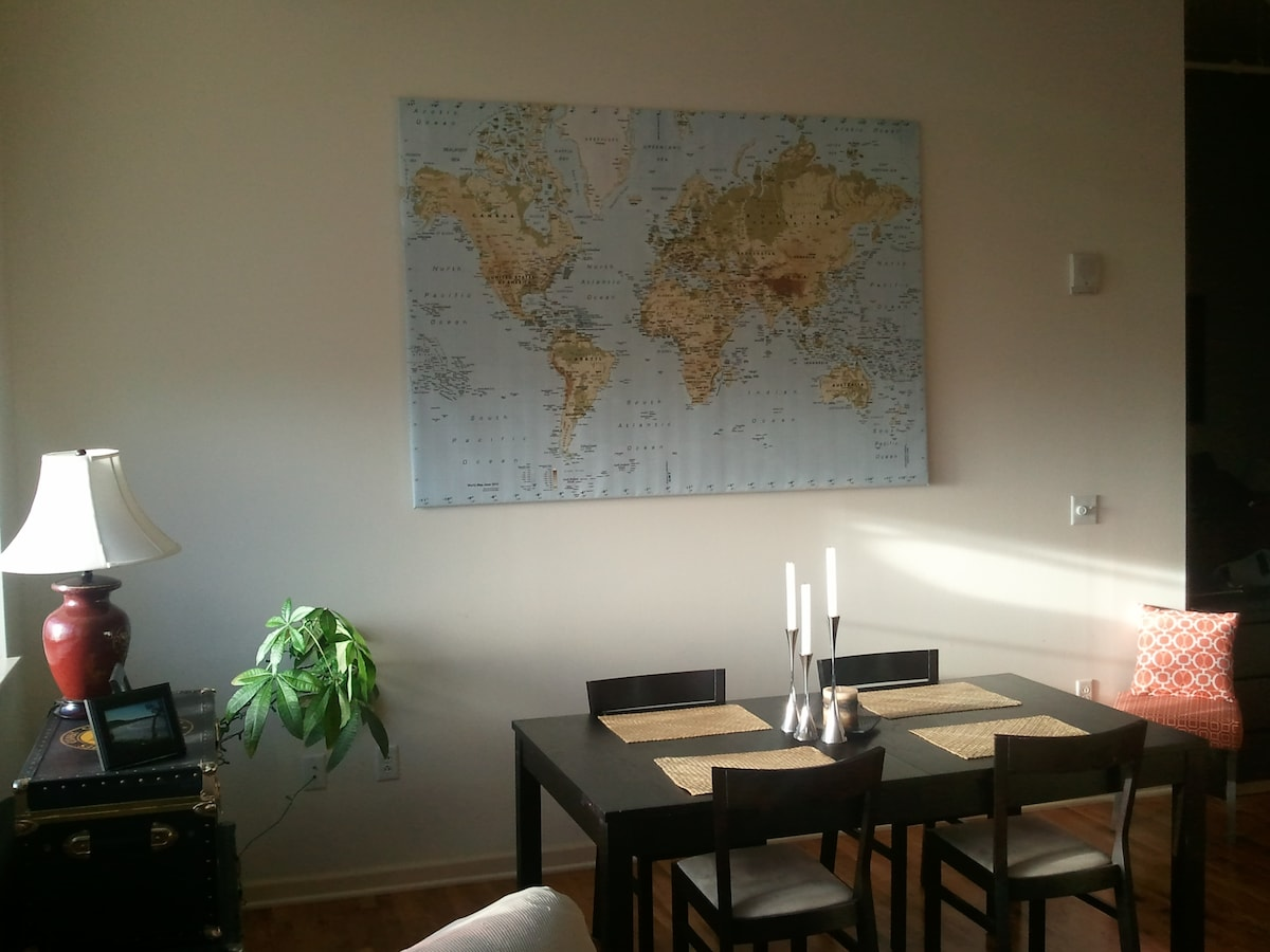 The dinner table also allows you to plan your next trip!