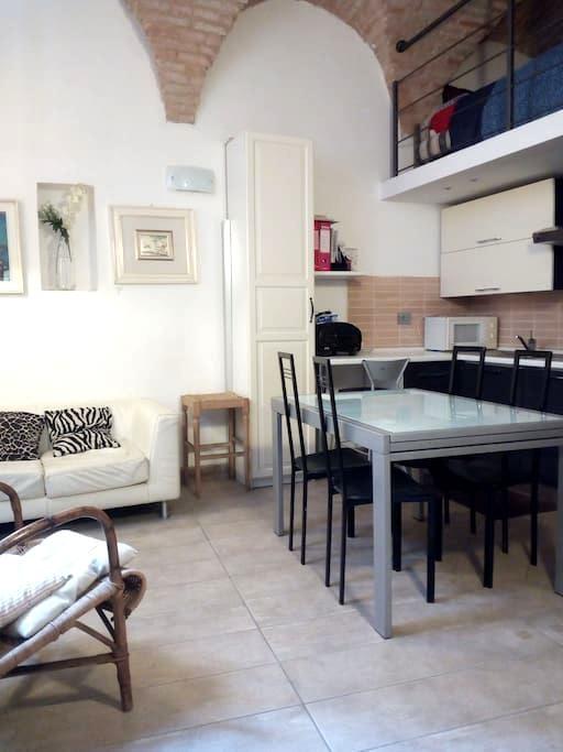 Monolocale  in casa d'epoca a due passi dal Duomo - Jesi - Apartamento
