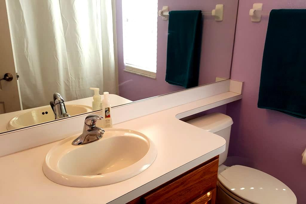 Private Room & bathroom in home - Gibsonton - Huis