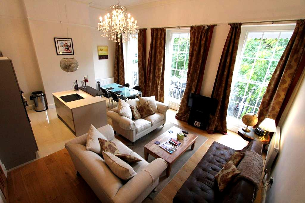 5* luxury elegant regency flat, off road parking - Cheltenham - Apartemen