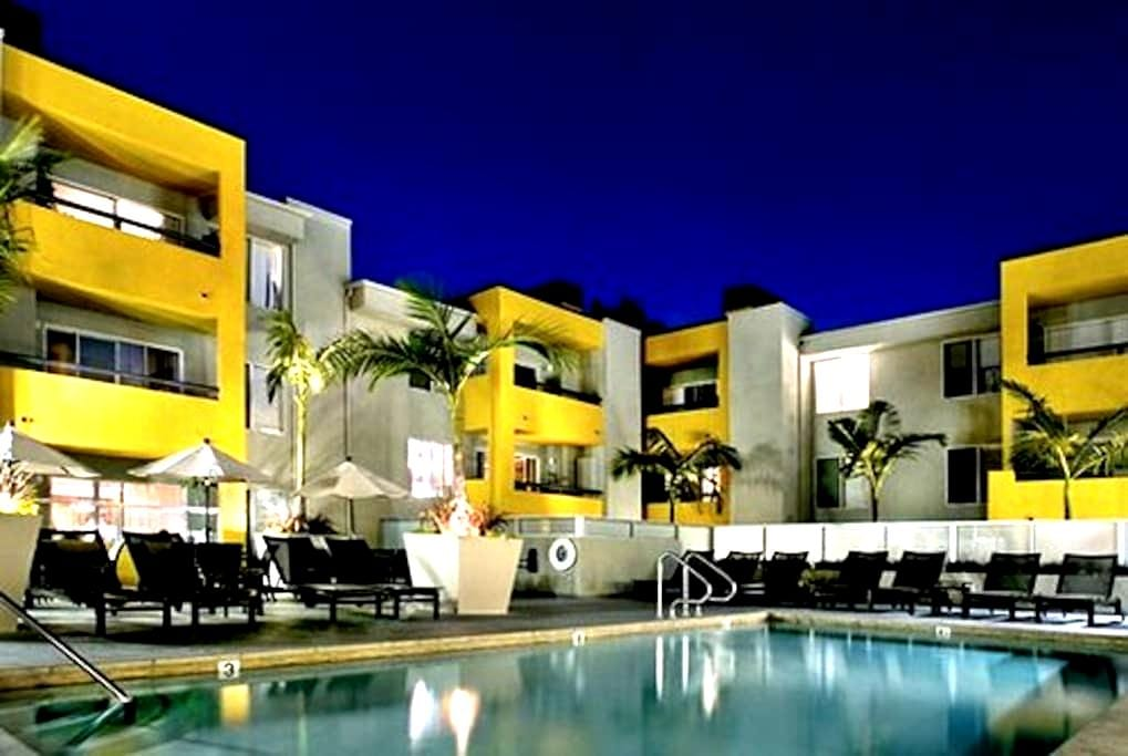 Steps from shopping and nightlife - West Hollywood - Apartment