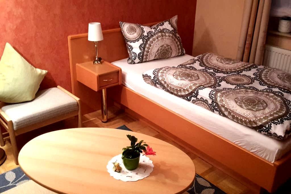 Cozy room in a green landscape - Sarstedt - Oda + Kahvaltı