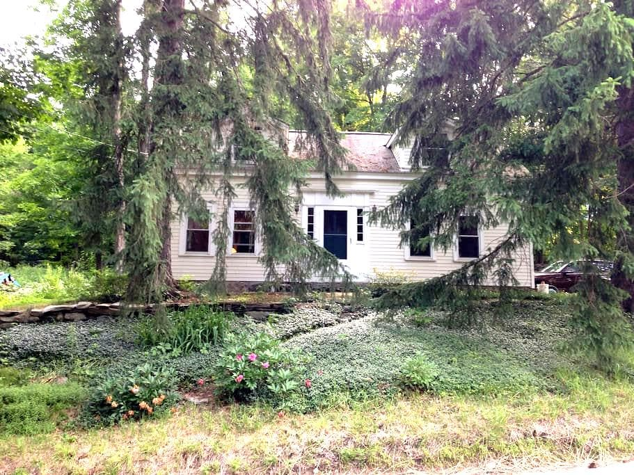 Enchanting country home close to Amherst - Leverett