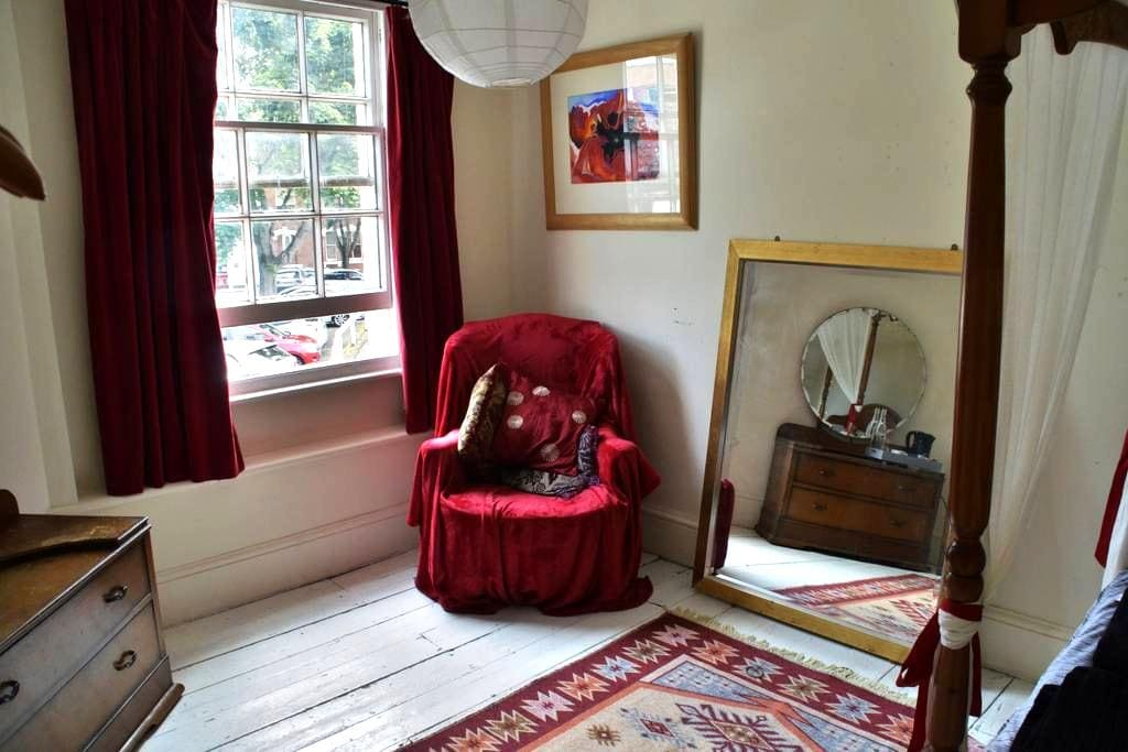 Beautiful double four poster room - Hereford - Casa