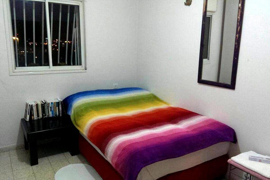 Cosy room with big screen TV - Rishon lezion