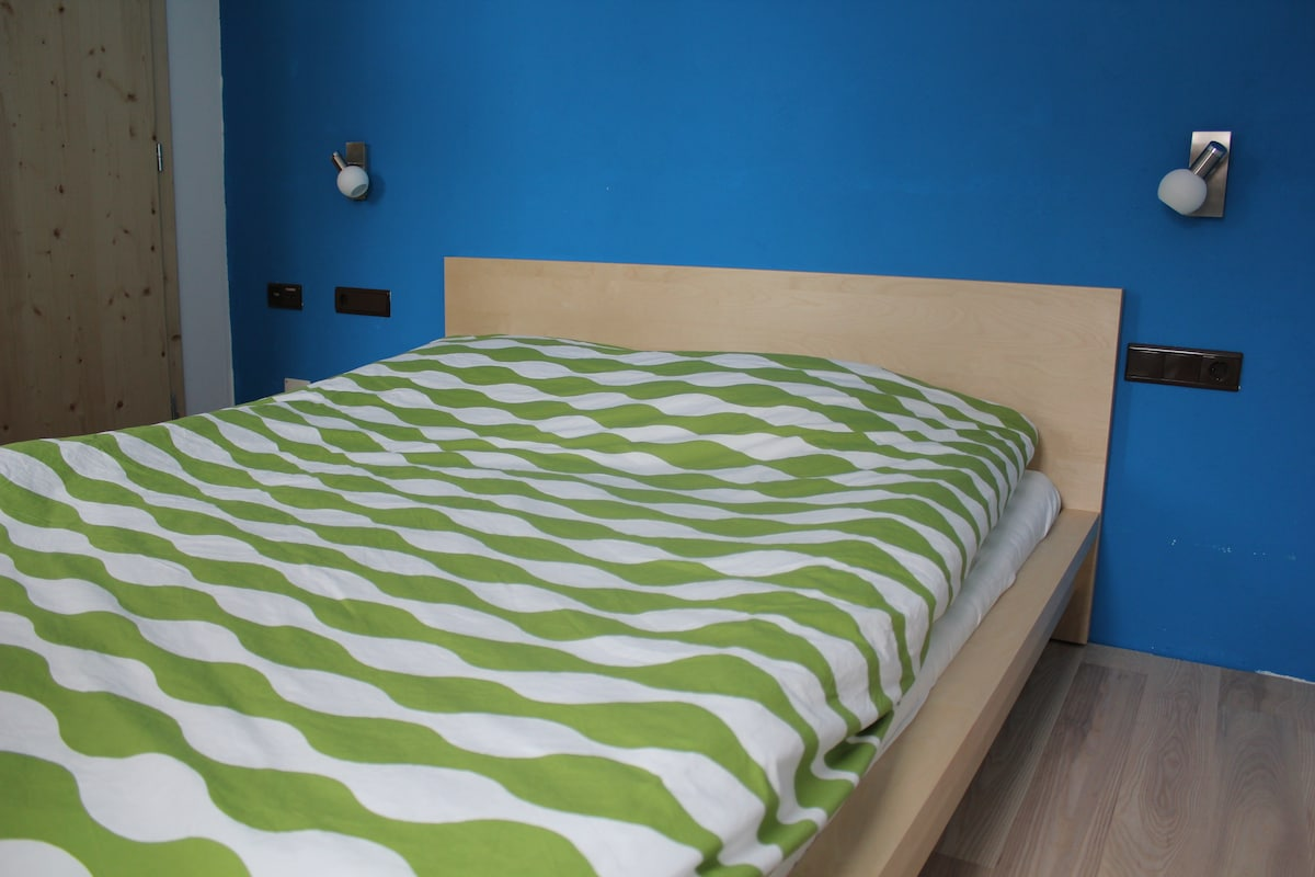Schlafzimmer mit Doppelbett / sleeping room with double bed