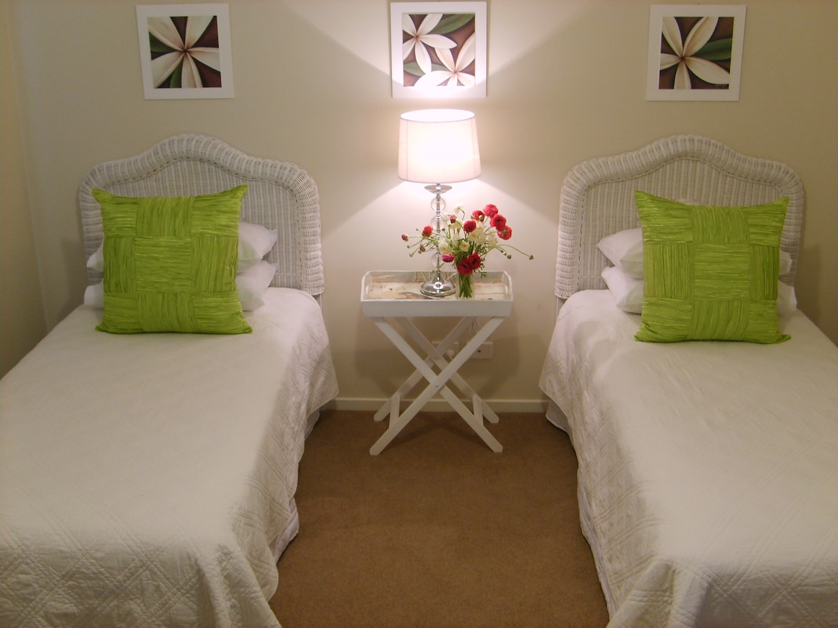 .Bedroom 2 with two single beds.