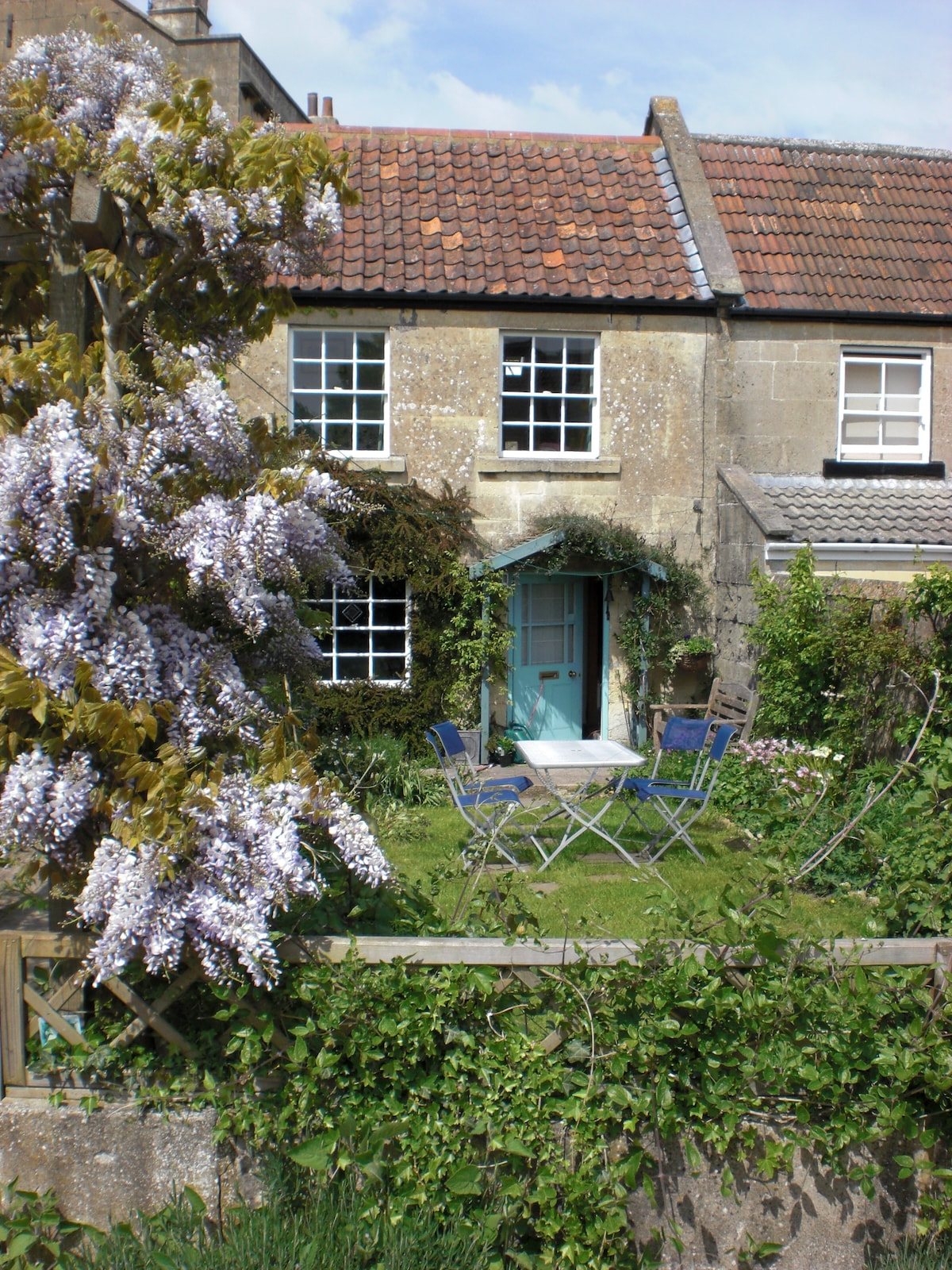 Cute Cottage in Bath