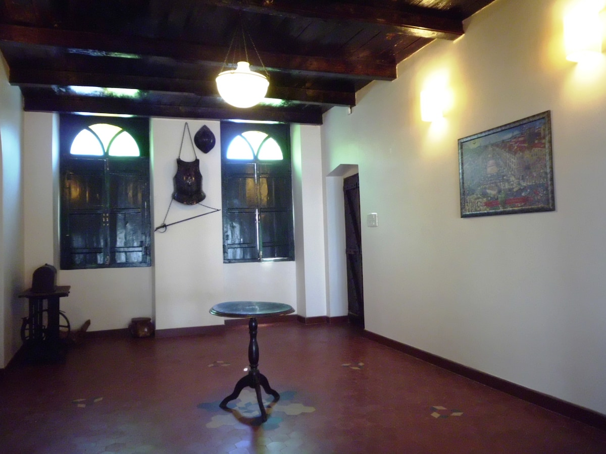 Mistique entrance hall with wood roof
