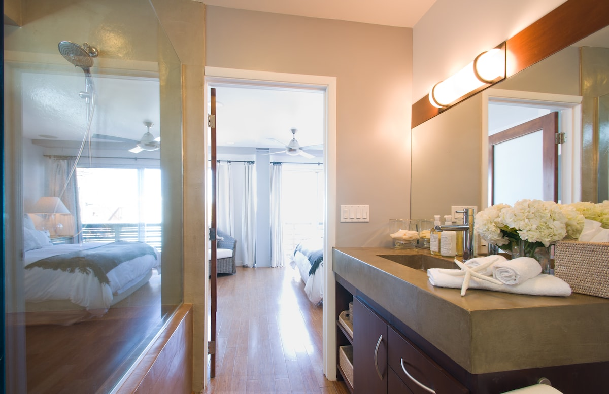 The master bedroom's ensuite bath with large soaking tub and a walk-in master closet.