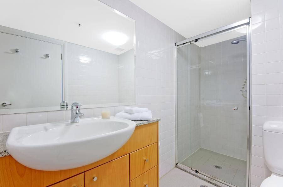 Full size bathroom with seperate internal  laundry (washer/ dryer)