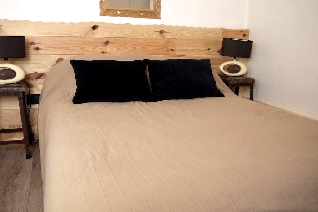 Private double Room south view - Targassonne - Bed & Breakfast