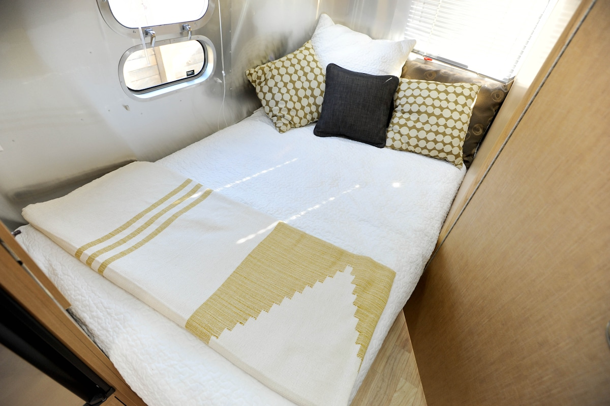 Bed in the back!