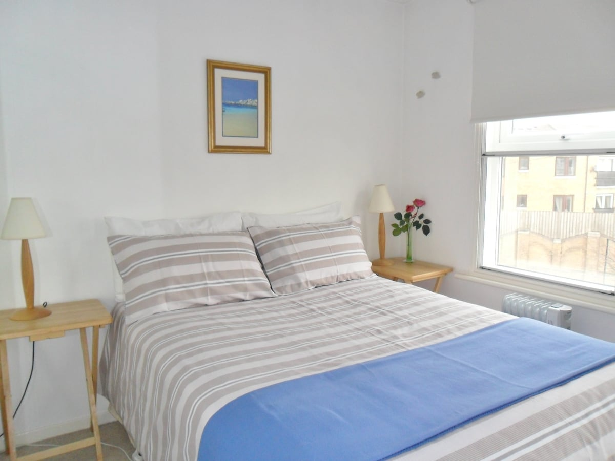 Bright Bedroom  with Heating  & WI-FI