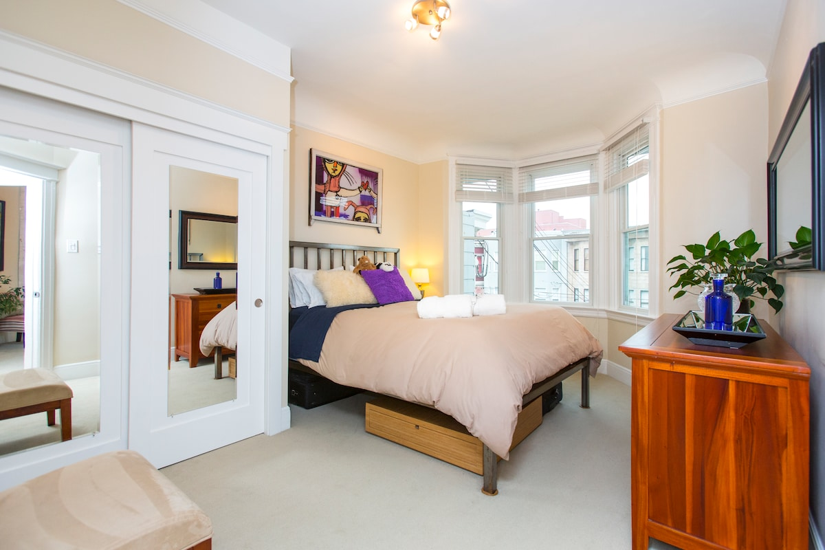 Enjoy a comfortable stay in a queen size bed in our big guest room with sunny new bay window.