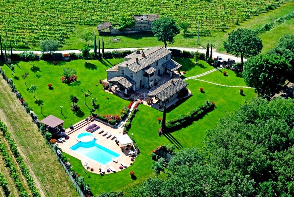 Luxury Villa with Private Swimming Pool - Castiglion Fiorentino
