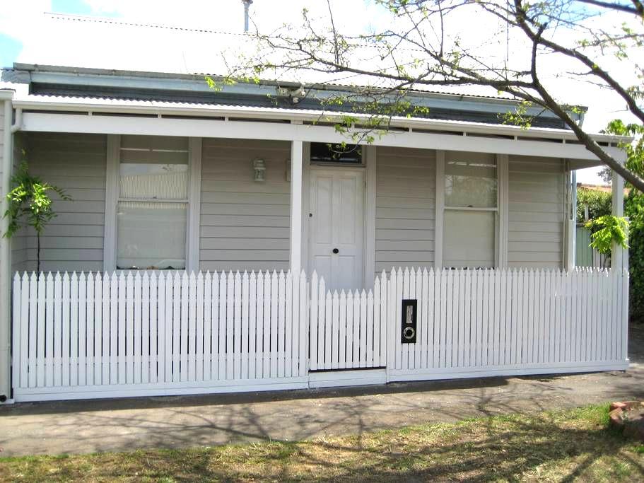 Beachside Victorian Home - Albert Park - House