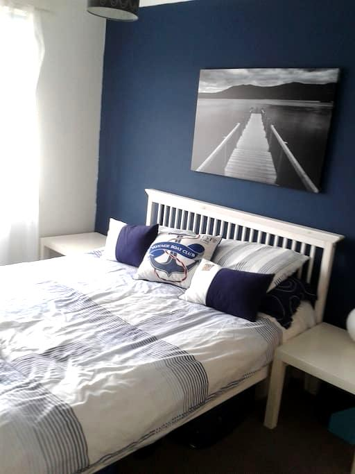 Double room with kingsize bed - Luton - Dům