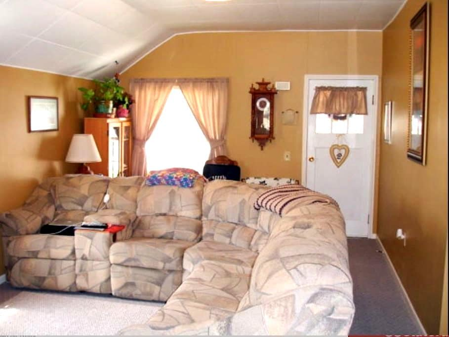 Comfortable space in small town SD - Sturgis - Rumah