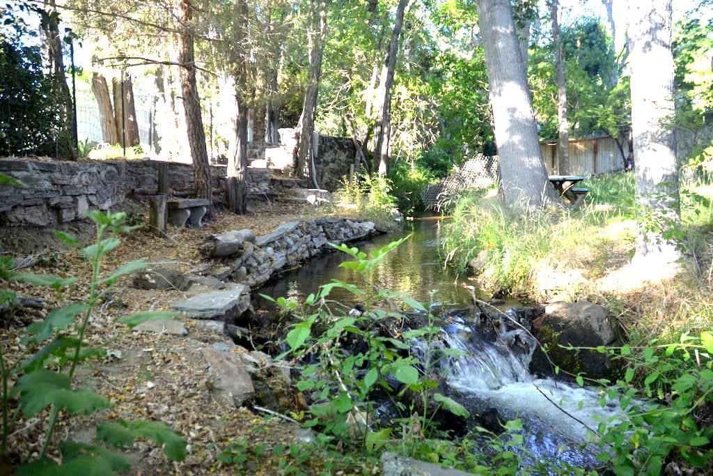 Quiet Creekside House - Big Pine - Haus